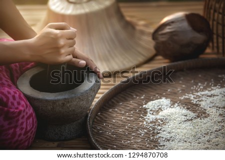 Stone mortars, stone mortars are durable, used for grinding dishes such as chili, cassia, khaki, spices of Thailand and Asia - images. #1294870708