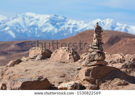 Stone tower on the top of hill in Ajt Bin Haddu, with a view of atlas mountains in the background. Stock fotó ©