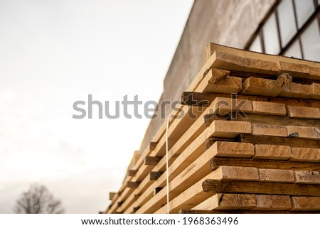 Storage of piles of wooden boards on the sawmill. Boards are stacked in a carpentry shop. Sawing drying and marketing of wood. Pine lumber for furniture production, construction. Lumber Industry. Foto stock ©