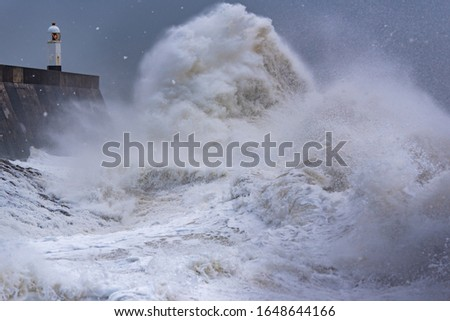 Storm Dennis reaches the Welsh coast Massive waves as storm Dennis hits the coast of Porthcawl in South Wales, United Kingdom Zdjęcia stock ©