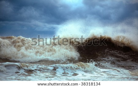 stormy waves in the sea (photo)