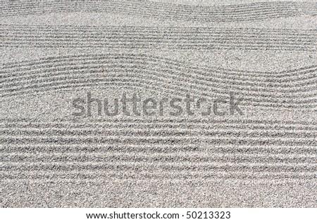 Straight and wave patterns in zen stone garden