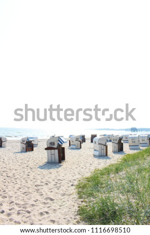 Strandkörbe an Ostsee #1116698510