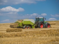 Straw harvest with a tractor