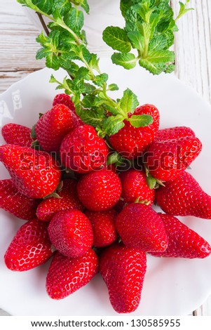 strawberries and mints
