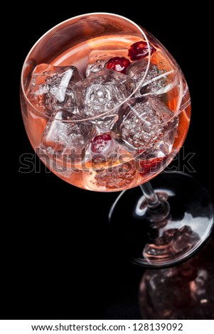 Strawberries and raspberries gin tonic