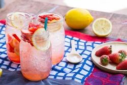 strawberry lemonade juice , soda sweet water