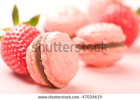 Strawberry Macaroons with fresh strawberries