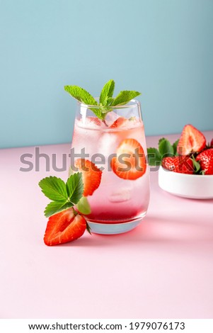 Strawberry Mojito on light blue background. Refreshing summer drink with copy space. Modern still life Foto stock ©