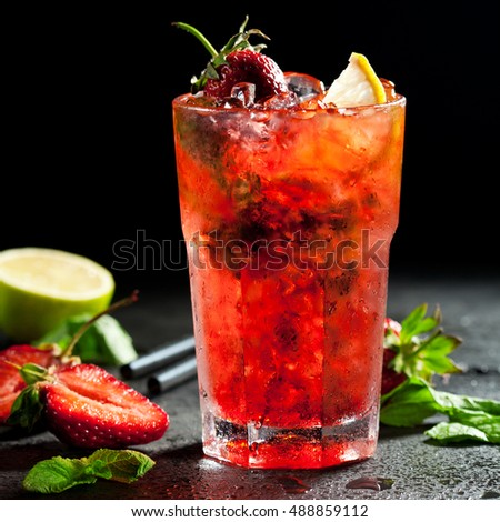 Strawberry Mojito with Lime Slice