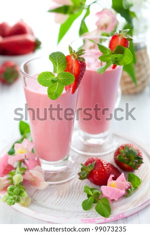 Strawberry smoothie with fresh berries