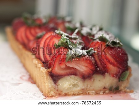 Strawberry tart with powered sugar