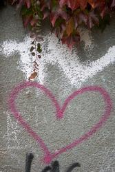 Street graffiti heart Berlin