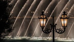 Street Lantern and Bellagio Fountains at Night
