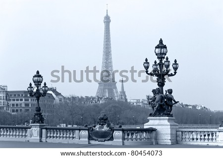Street lantern on the Alexandre III Bridge against the Eiffel Tower in Paris, France.