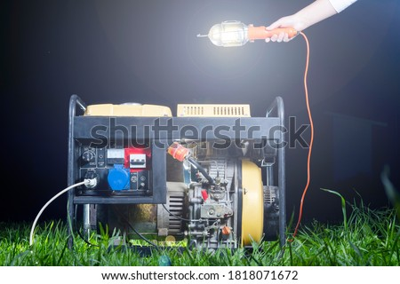 street lighting. night. The generator is yellow. Generates electricity. Used as a backup power supply. Foto d'archivio ©