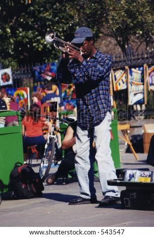 street performer in new orleans