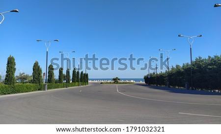 Street road scenery in Baku boulevard. Empty road inside of Baku boulevard Foto stock ©