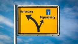 Street Sign Autonomy versus Dependency