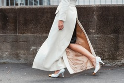 Street style accessories – Elegant white patterned high heel shoes – StreetStyleFW2020