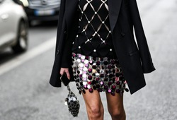 Street style outfit – Large multicolored sequins skirt detail – StreetStyleFW2020