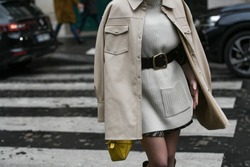 Street style outfit – Woman wearing a knitted dress matched with a black belt and a pastel leather jacket – StreetStyleFW2020
