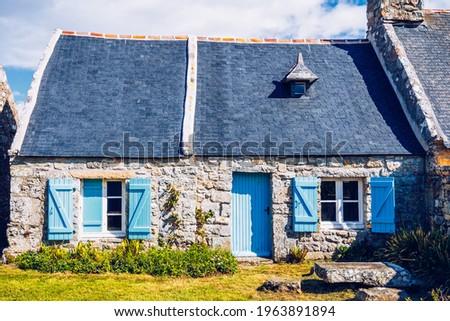 Street view of beautiful village of Rostudel former fishing village, Parc naturel regional d'Armorique. Finistere department, Camaret-sur-Mer. Brittany (Bretagne), France.  Photo stock ©