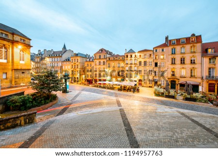 Street view on the beautiful old residential buildings in the center of Metz old town during the twilight in France Photo stock ©