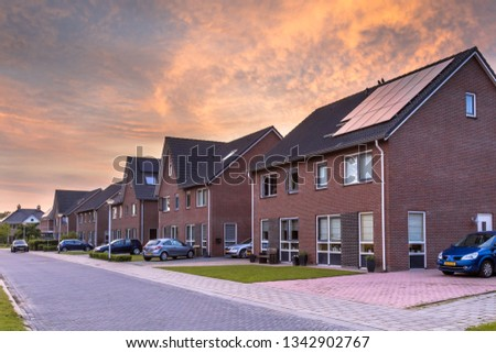 Street with modern family houses in urban suburb in the Netherlands Foto stock ©