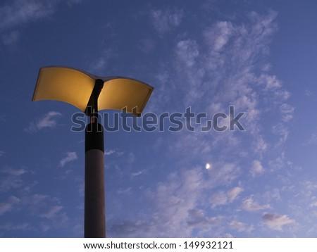 streetlight under sky