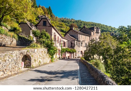 Streets of Conques in the mountains of southern France on a sunny day Photo stock ©