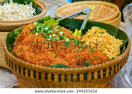 Stri Fried Rice vermicelli served with bean sprouts and slices fried egg, Korat\'s stir fried Bean Thread noodle, stri fried thin rice stick noodles in traditional thai food