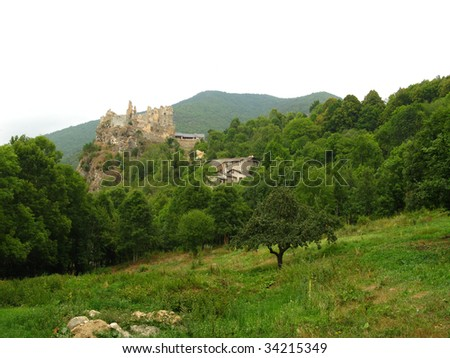 Stroll in images in the old castle cathare of Usson, country cathare, France