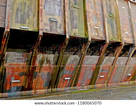 Structure of a floating hydraulic barrier of a dry dock for naval repairs. In the picture, sea water leaking from the bulkhead.