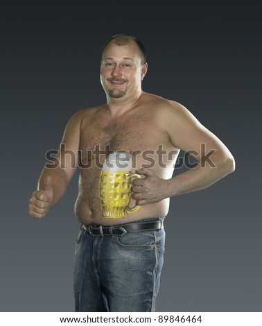 studio photography of a man with painted beer glass on his body in gradient back, signalling allright