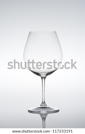 Studio shot of empty vine glass on gradient background specifically suited for Barbaresco, Barolo, Beaujolais, Blauburgunder, Burgundy (red), Gamay, Musigny, Nebbiolo, Pinot Noir, Pommard, reflection