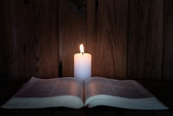 Study the candlelight under the light of Christian religious education, the crucifixion of faith and faith in God. Increasing knowledge in religion.