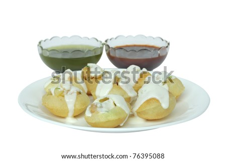 Stuffed panipuri with curd topping at shallow DOF