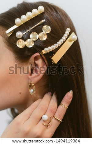 Stylish hairpins for a dark-haired girl. Pearl Earrings. Stockfoto ©