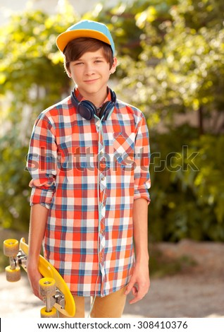 Older and Teen Boys Clothes ( Years) Our older boys clothing range is suitable for ages years. Whether he's a teen in need of school essentials or a junior looking for a fashion refresh, our range of older boys clothing and accessories covers all bases.