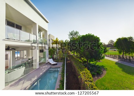 Stylish new house with covered patio and swimming pool