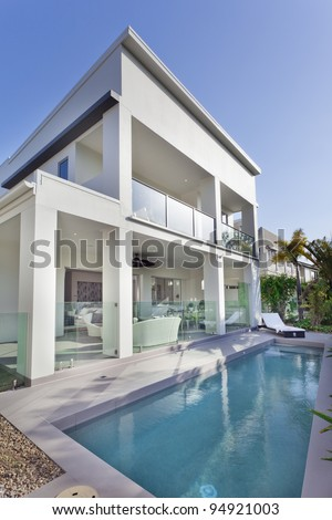 Stylish new house with covered patio and swimming pool #94921003