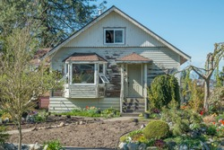 Suburban Fixer Upper House - Off the beaten path