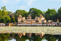 Sukh Mahal is a medieval palace situated at the Jet Sagar lake in Bundi town in Rajasthan state in India