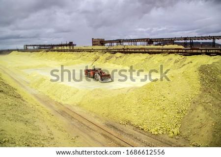 sulfur factory. loading of sulfur in railway cars Stok fotoğraf ©