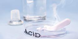 Sulfuric acid in petri dish, melting plastic spoon, corrosive acid in action