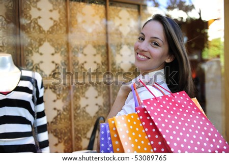 summer sale: woman with shopping bags in front of a store