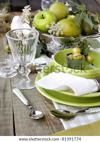 Summer table setting in green