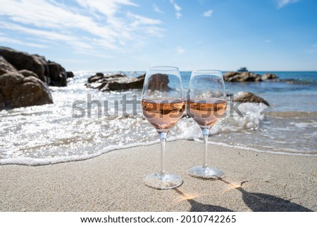 Summer time in Provence, two glasses of cold rose wine on sandy beach near Saint-Tropez in sunny day, Var department, France Stock fotó ©