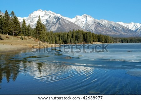 Summer view of rocky mountains around lake minnewanka, banff national park, alberta, canada